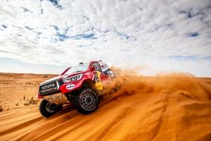Óriásit autózott és másodikként zárta a Dakar nyolcadik napját Fernando Alonso