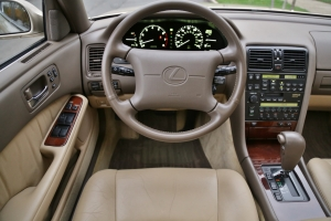 Időkapszula: makulátlan állapotú Lexus LS 1993-ból