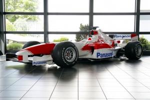 Forma-1-es versenyautó egy új szabadidőjármű áráért