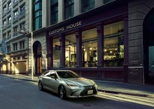 Még gazdaságosabb és biztonságosabb lett a megújult Lexus ES limuzin