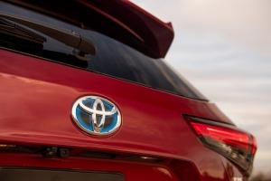 A Toyota a vállán viszi a magyarországi újautó-eladásokat