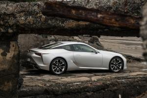 Könnyebb léptű, nagyobb tudású lett a Lexus LC