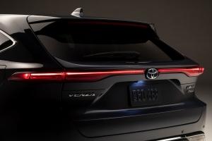 Két kategóriában is új hibrid modellekkel erősít a Toyota