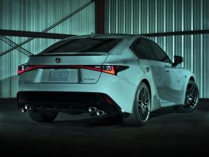 Exkluzív szériával nyit a legsportosabb Lexus