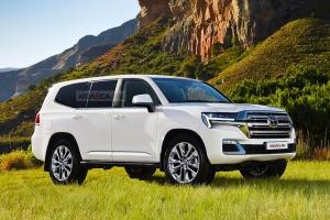 Friss motorokkal és sportverzióval érkezik az új Toyota Land Cruiser