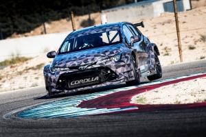Megkezdődtek az új Toyota Corolla túra-versenyautó tesztjei