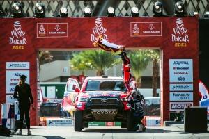 A legtöbb szakaszgyőzelemmel, a leggyorsabb 4x4-esként zárta az idei Dakart a Toyota