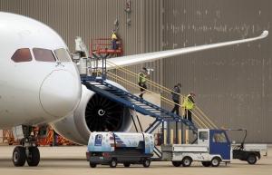 Munkanélkülivé vált repülőgépgyári dolgozókat fogadott be a Toyota