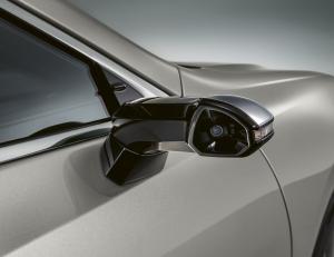 Európába is megérkezik a Lexus visszapillantó kamerája