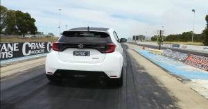 Jóval erősebb és drágább autókat is megver gyorsulási versenyben az új GR Yaris