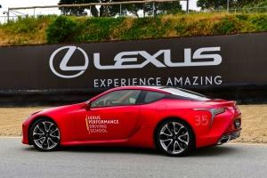 A motorsport egyik legendás versenypályáján gyakorolhatnak a Lexus-tulajdonosok