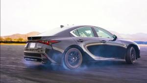 Gumiégetés profi módon az új Lexus IS-sel