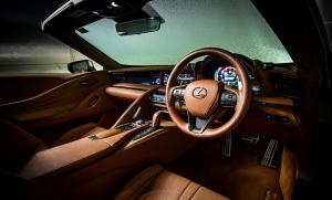 Jégre tették a Lexus kabrióját