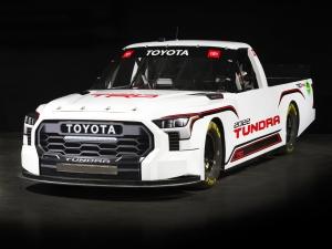 Megérkezett az új Toyota pickup, amely áru helyett babérokat fog szállítani