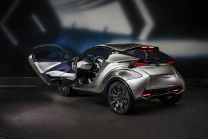 Heteken belül érkezhet a Lexus első villanyautója