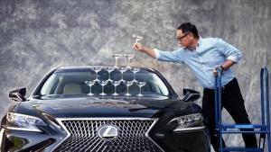 A Lexus újraforgatta a világ egyik legismertebb autós reklámfilmjét