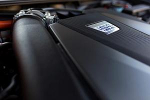 Minek nagyobb az adója: egy új hibrid luxusmodellnek vagy egy használt villanyautónak?