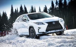 Innovatív összkerékhajtási rendszert kapnak a Lexus villamosított típusai