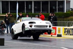Real Street Performance Toyota Supra: 0-100-as gyorsulás vonóhoroggal egy másodperc alatt
