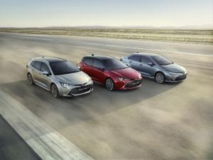 A hibridek repítik új csúcsok felé a Toyotát