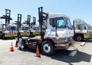 Üzembe álltak a Toyota hidrogén üzemanyagcellás konténerszállító teherjárművei