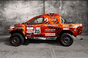 Eladó egy Lexus motoros Toyota Hilux, egyenesen a Dakar raliról
