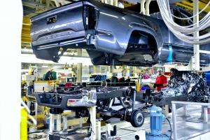 Minden korábbinál modernebb padlólemezt kapnak a Toyota haszonjárművei