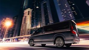 Haszonjárművekből épít luxusbuszt a Toyota