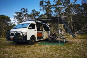 Megáll az ész: Toyota Hiace lakóbusz Land Cruiser hajtáslánccal