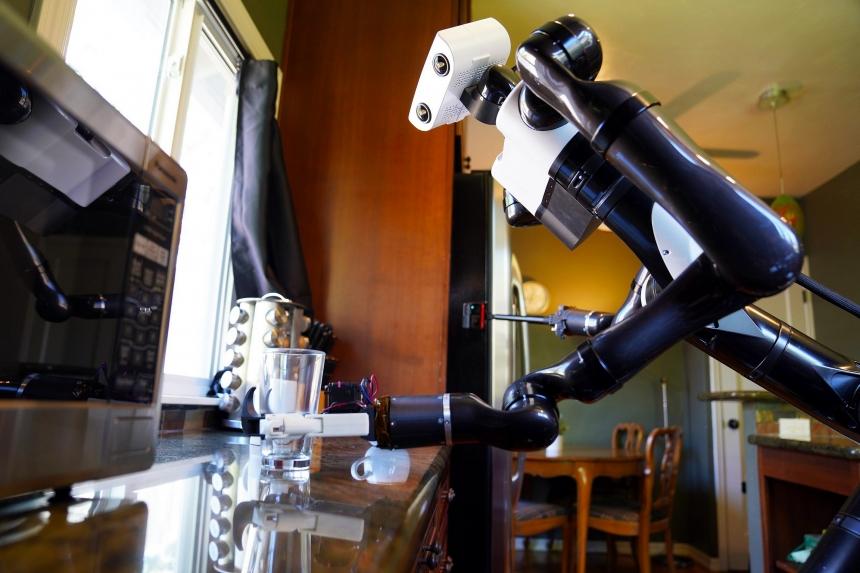 Egyre okosabbak és emberszerűbbek a Toyota robotjai