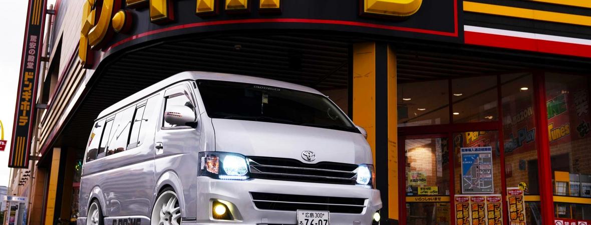 A futárok álma: Toyota Hiace versenyfurgon
