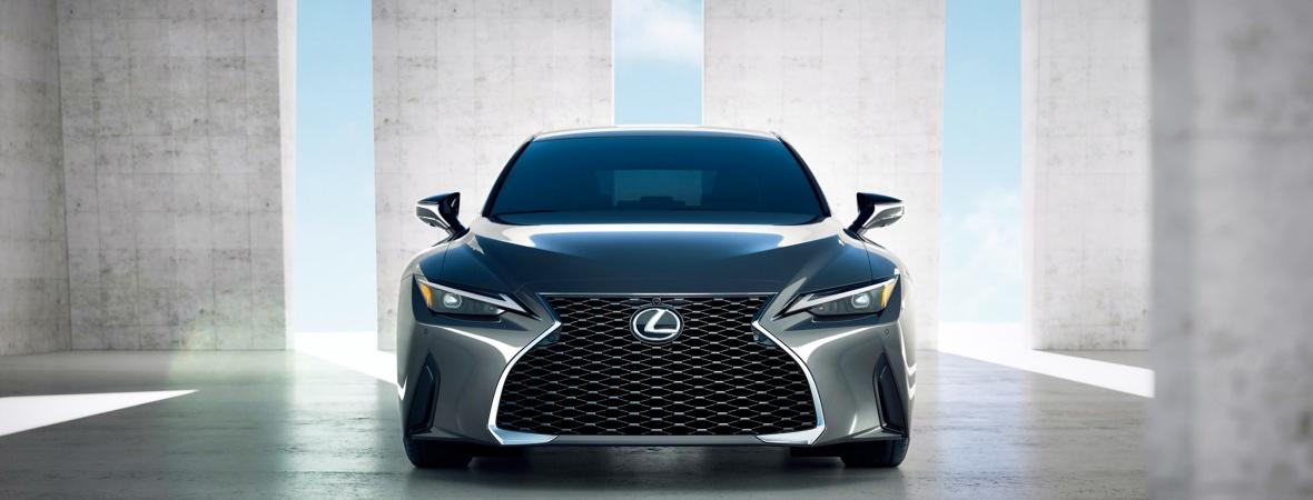 V8-as sportmotort kap az új Lexus IS