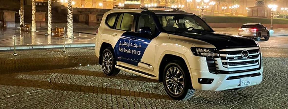 Rendőrautónak állt a vadonatúj Toyota Land Cruiser 300