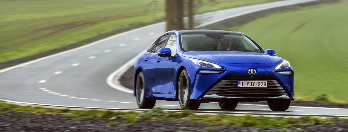 Németországban jogosítvány nélkül vezetik a vadonatúj Toyota Mirait…