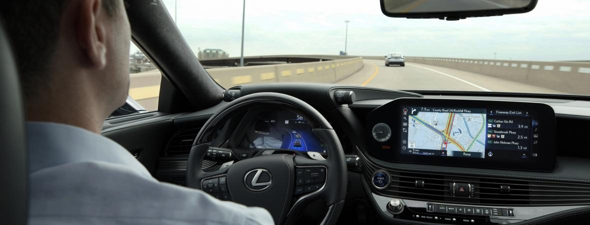 A piac egyik legfejlettebb önvezető rendszerét mutatta be a Lexus