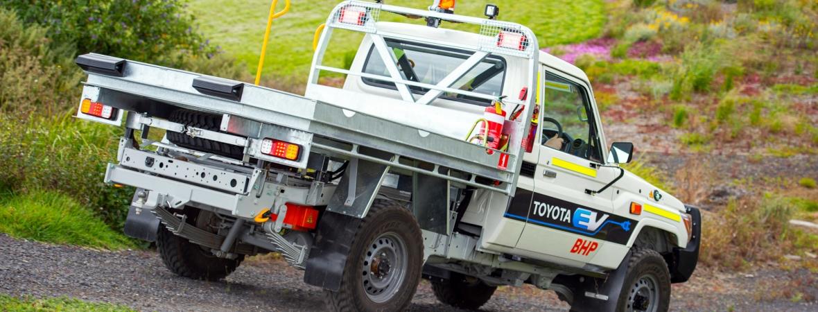 Ilyen sem fordul elő gyakran: elektromos Land Cruisert épített a Toyota